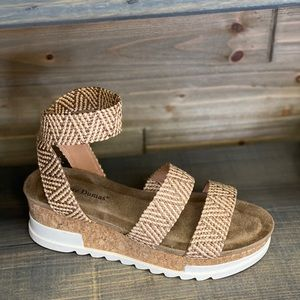 Shoes - New Drake Sandal Sz 7.5-11